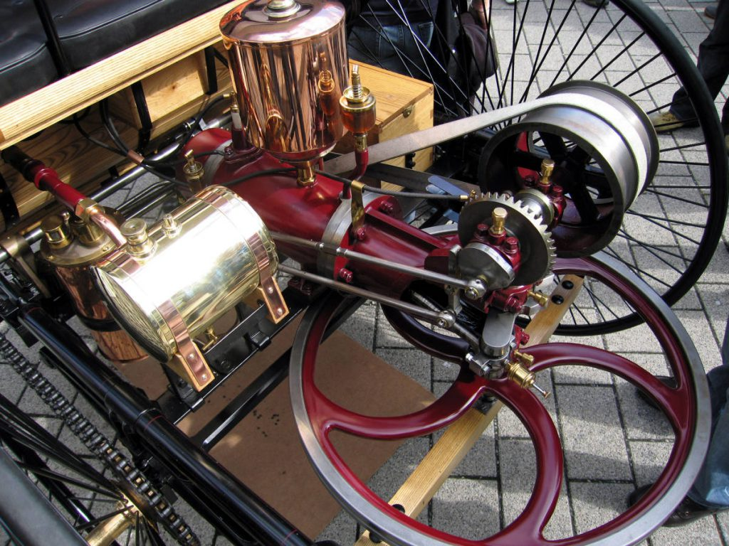 Benz MotorWagen 1886 with Cranking wheel (Courtesy: Benz, Wikimedia.org)