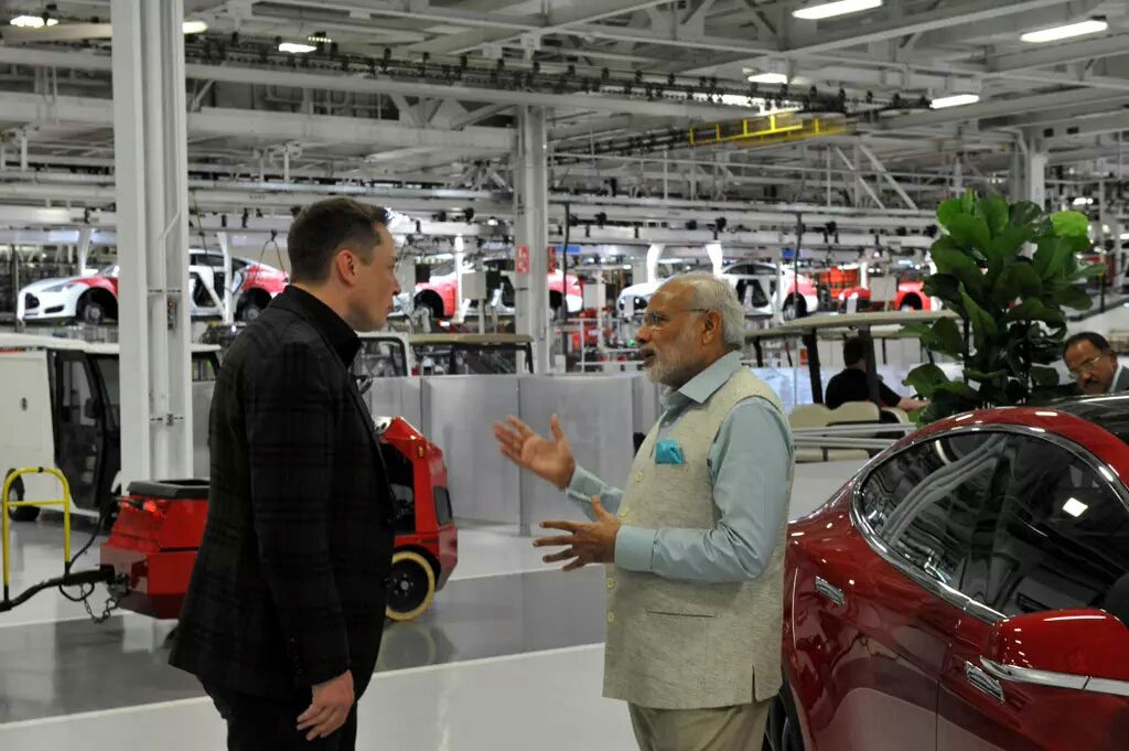 PM Modi in Tesla Motors 02