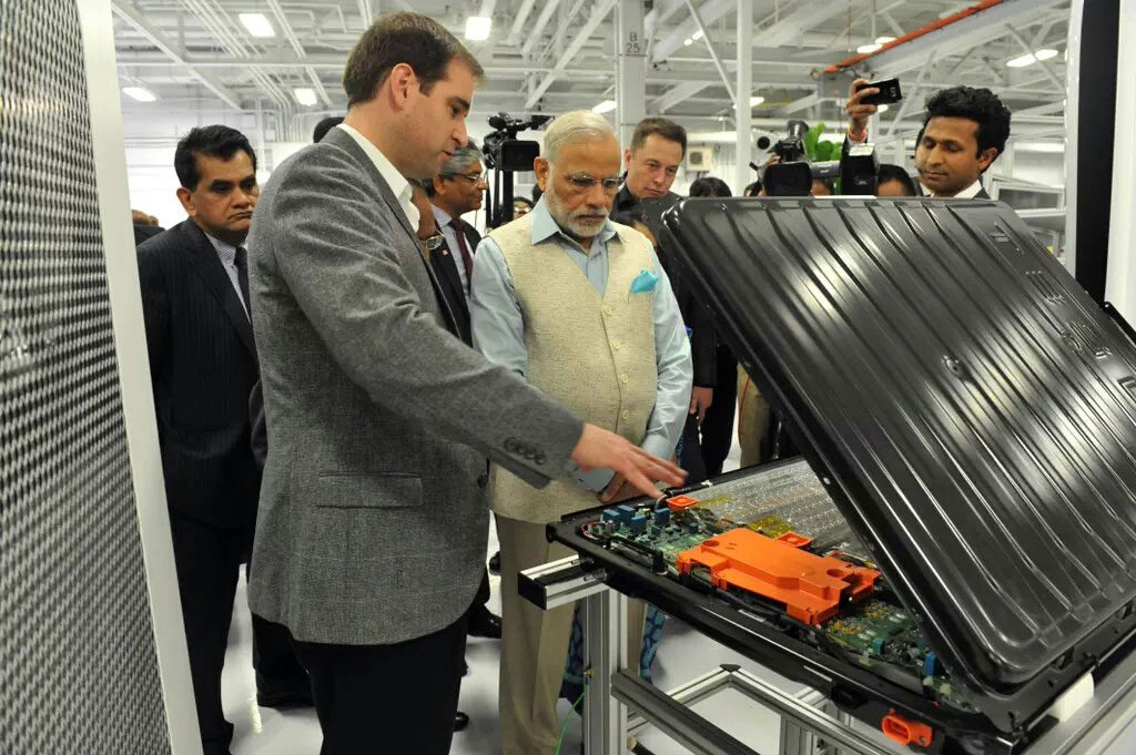 PM Modi in Tesla Motors 03