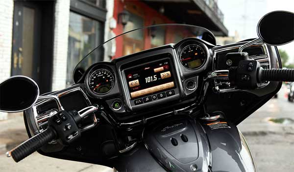 Indian Chieftain infotainment system (Image Courtesy: Indian)