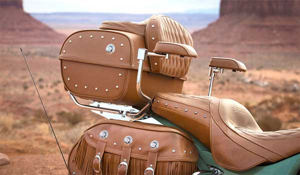 Indian Roadmaster Classic offers hand-crafted leather seat (Image Courtesy: Indian)