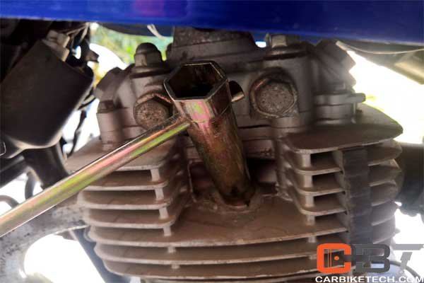Tighten the spark plug firmly to fix engine starting trouble
